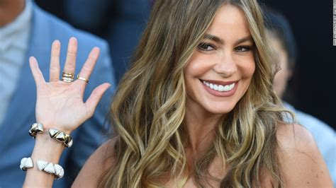 the two actresses on forbes highest paid list you may vergara cuoco sweeting are highest paid tv actresses cnn