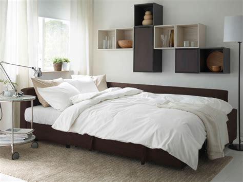 Sofa For Bedroom Ikea Moderne Stue Med Brun Friheten Sovesofa Valje Veggskap I