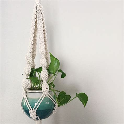 Pattern For Macrame Plant Hanger - 1000 ideas about macrame plant hanger patterns on