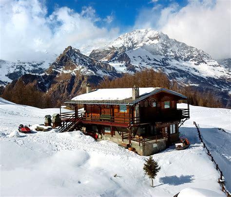 cottage montagna cottage della montagna immagine stock immagine di gelo