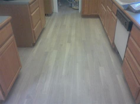 Instruction of How to Whitewash Hardwood Floors