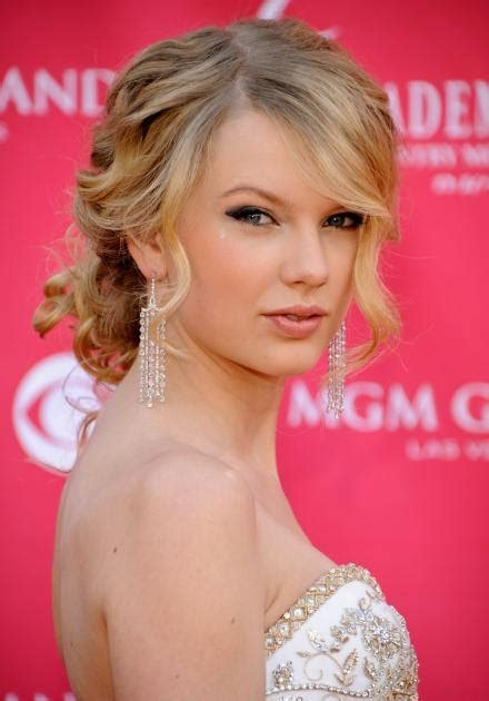 taylor swift updo styles trends hairstyles how to get taylor swift updo hairstyles