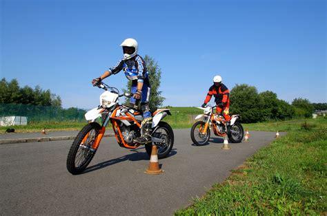 Motorrad Sicherheitstraining Sachsenring by Motorrad Sicherheitstrainings Auf Dem Sachsenring