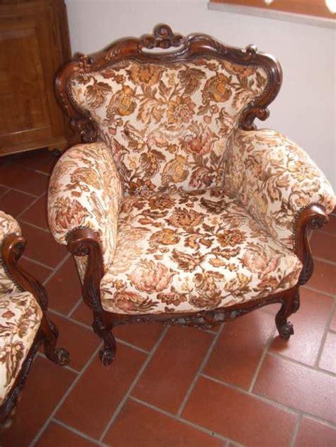 poltrone stile antico divano e due poltrone stile antico e tessuto a