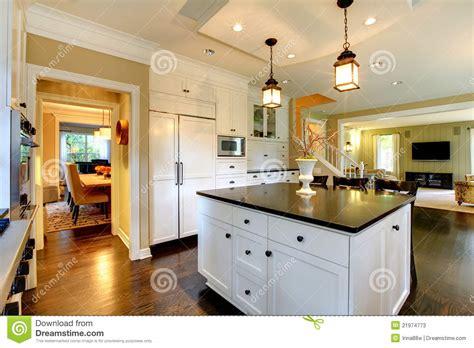 grande cuisine grande cuisine moderne blanche de luxe image stock