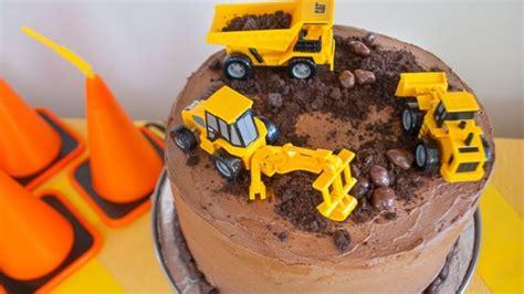 construction themed birthday cakes   person  dig herfamilyie