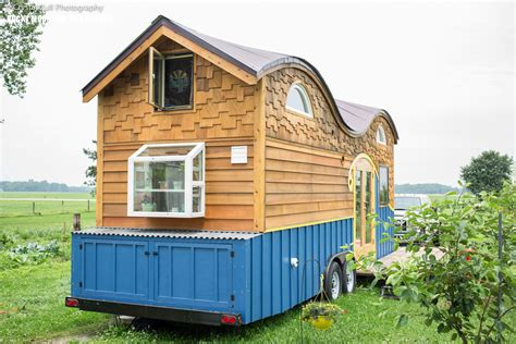 cool small homes cool tiny house on wheels with bedrooms for four digsdigs
