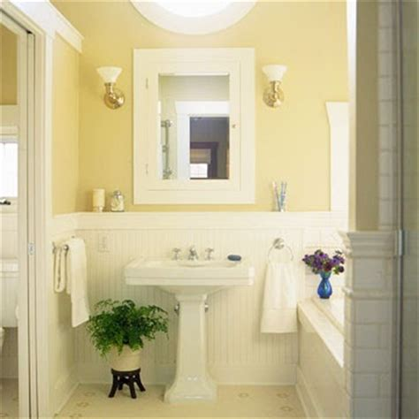 White Wainscoting Bathroom by White Wainscoting In Bathroom Bathrooms