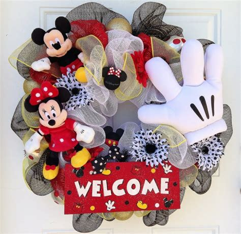 diy corona navide a de mickey mouse mickey s christmas wreath cozy coupe to minnie mouse coupe tutorial paperblog my