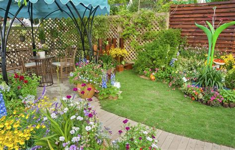 Backyard Flowers by 23 Cool Backyard Garden Ideas Photos