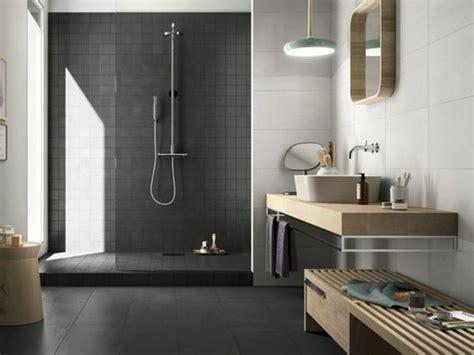 Charmant Salle De Bain Effet Beton #1: carrelage-effet-b%C3%A9ton-salle-de-bain-zen-grise-meubles-en-bois.jpg