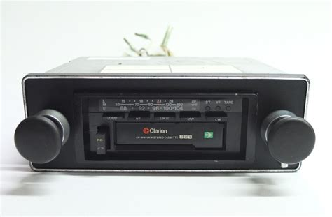 Clarion Auto Stereo by Clarion 588 Autoradio