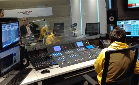 radio agricultura aeq espa 241 a radio agricultura equipa sus nuevos estudios