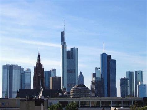 banken frankfurt bild quot viele banken und ein alter dom quot zu skyline in