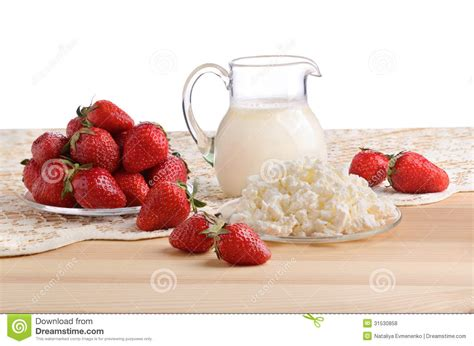 Strawberries And Cottage Cheese by Strawberries Milk And Cottage Cheese Royalty Free Stock