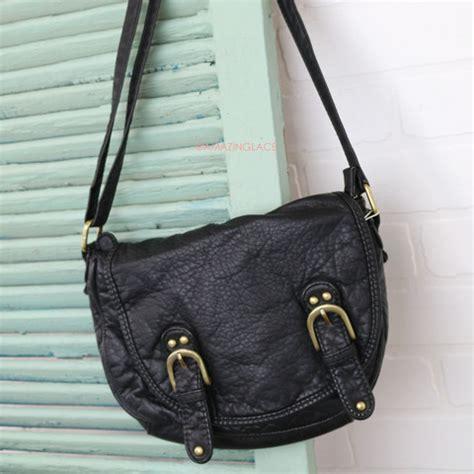 10 Amazing Messenger Bags by Underground Black Messenger Bag Amazing Lace