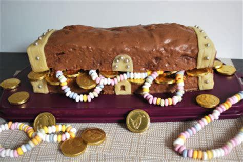 kuchen schatztruhe kindergeburtstag schatzsuche kinderspiele welt de