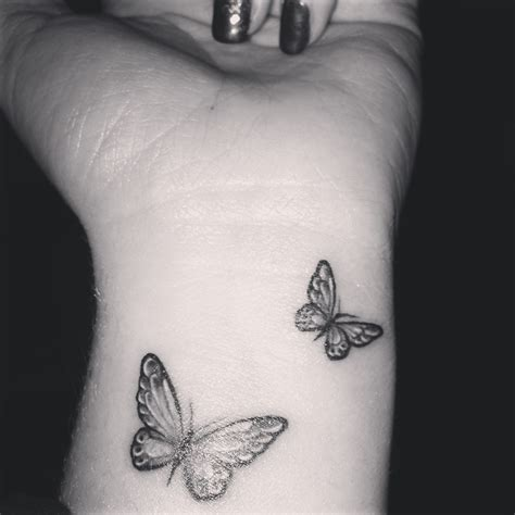 small tattoo drawing best 25 small butterfly ideas on