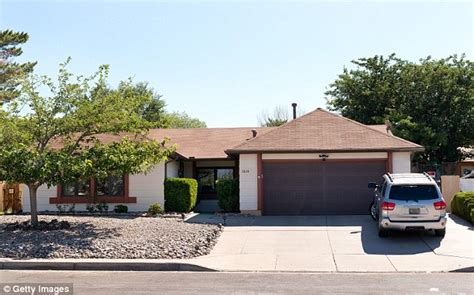 Breaking Bad House Address by Breaking Bad Homeowners Who Live At Walter White S House