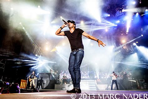 luke bryan performing luke bryan performing www imgkid the image kid has it