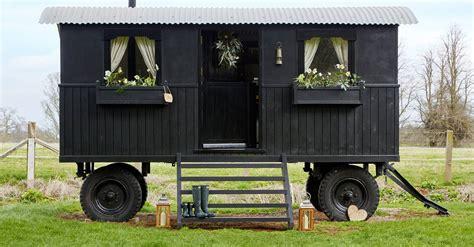 shepherds hut  oxfordshire house garden