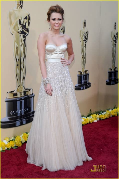 Oscars Carpet Miley Cyrus miley cyrus oscars 2010 carpet photo 2432764