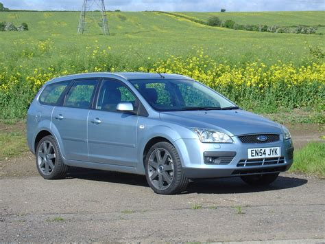 ford focus estate review   parkers