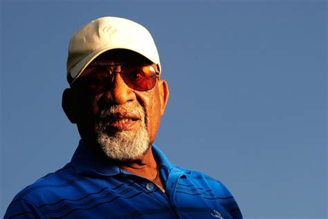 takes his how sifford the color barrier in golf books golf pioneer sifford dies golfers west