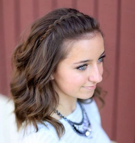 Easy Hairstyles For Shoulder Length Hair by Simple Haircuts For Medium Length Hair