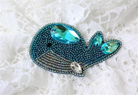 beadwork brooch bead embroidery tutorial for a brooch blue whale magic
