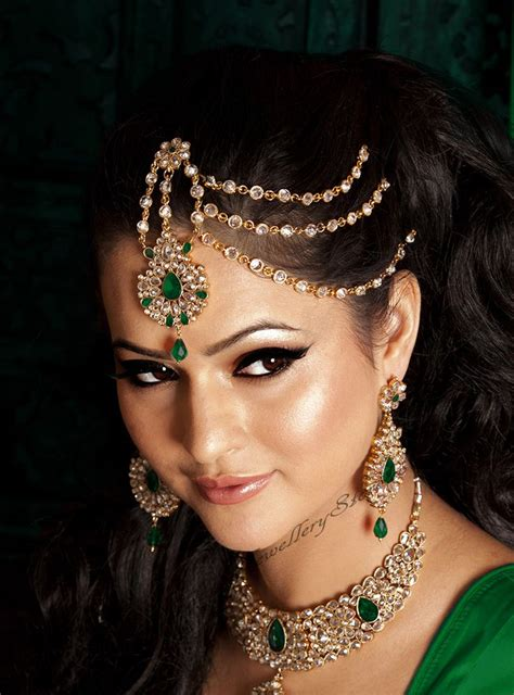 one sided best matha patti or maang tikka hairstyles for party 2017 stunning pakeezah jhoomer or half matha patti in 22k