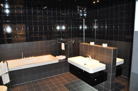 schwarzes badezimmer das ideen verziert wc fliese welche fliese passt zur toilette hausbau