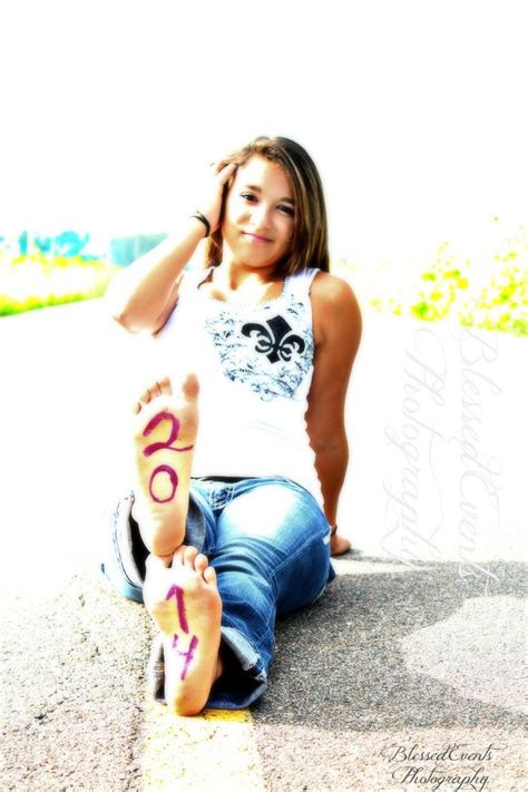 girl themes high school senior pictures ideas for country girls outside 2014