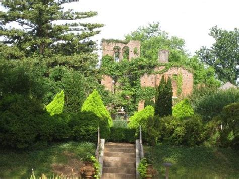 Barnesly Gardens by Barnsley Gardens Ruins Images