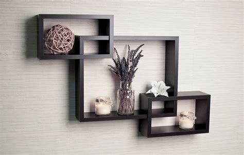wall decor with shelves