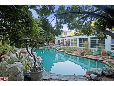Houses For Rent With Backyard Jared Leto House Actor Buys In Laurel Canyon For 5 Million
