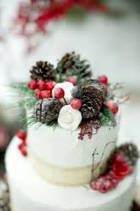 Winter wedding cake idea photographed by amber lynn photography