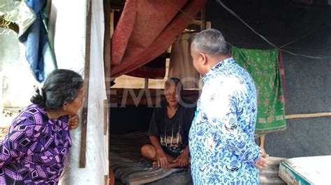 Kasur Kapuk Tangerang potret kemiskinan kakek 70 tahun tinggal di gubuk seorang