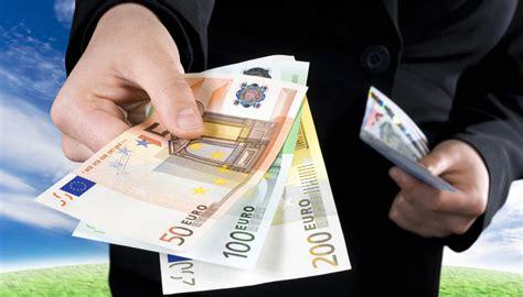 prelievo contanti stipendi addio ai pagamenti in contanti da luglio