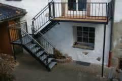 treppen für aussen aussen stahltreppe mit lochblechstufen bauunternehmen