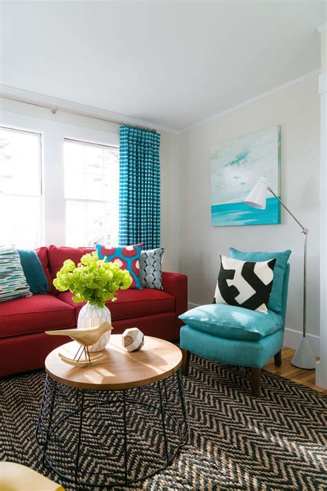 how to decorate living room with red sofa 25 best ideas about red couch rooms on pinterest red