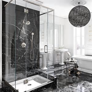 le luxe du marbre noir dans la salle de bain salle de