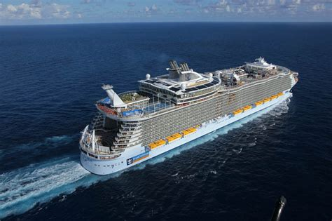 largest cruise line the world s largest cruise ship allure of the seas