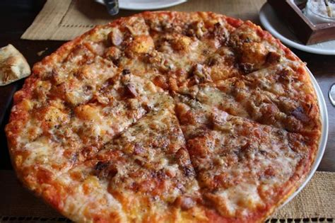 house of spices spice pizza with bacon bild fr 229 n house of spices zanzibars stenstad mji