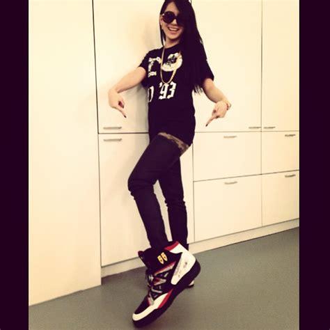 shoe size 22 2ne1 cl s shoe size is 22 daily k pop news