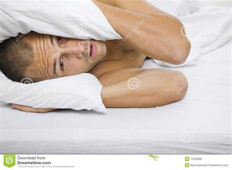 Mann Im Bett Lizenzfreie Stockfotos Bild 12150868
