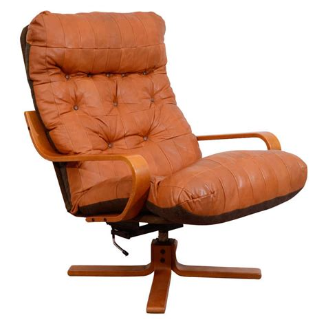Leather Swivel Lounge Chair Mid Century Leather Lounge Chair With Swivel Base At 1stdibs