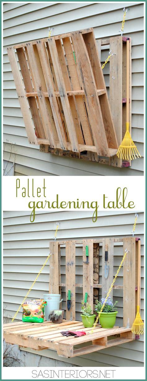 Folding Chair Holder A Folding Pallet Garden Table Construction And Diy