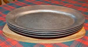 Table Tray Set Four Vintage Metal Steak Plates With Two Wood Bases Fajita
