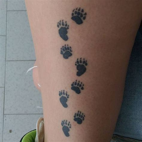 tattoo pictures bear paws best 25 bear paw tattoos ideas on pinterest dog tattoos